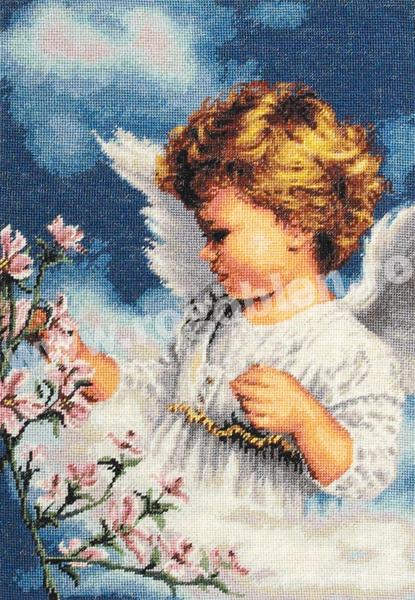 Ангелочек с цветущей веточкой